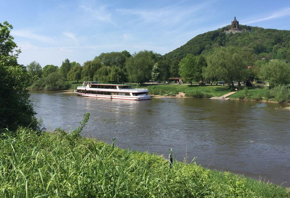 Weser Schifffahrt Mit Blick Auf Kwd